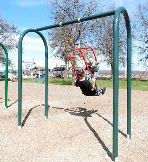 Kiwanis Park - Mommy & Me Swing - Hannibal, MO